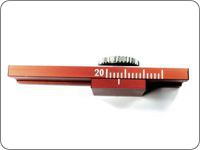 Gauge for cutting the braids.